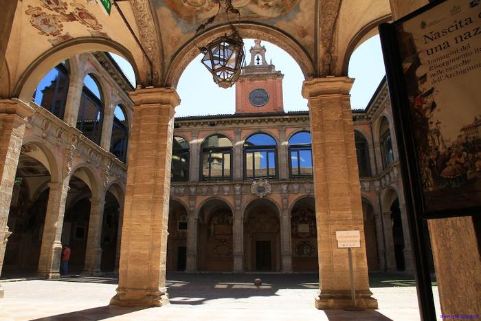 2013_09_10_04-bologna-palazzo-dellarchiginnasio-cortile_rsz_crp_crp.jpg