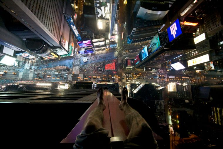 Looking_Down_on_Times_Square_New_York_USA